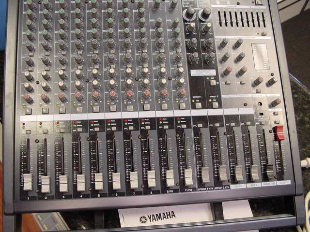 Yamaha emx5000 12 powered mixer 500w 1000w bridged for Yamaha of pasadena